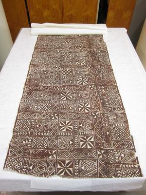 Tapa print on textile; ; 1975/56/17