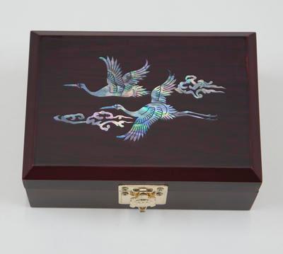 Wooden lacquerware box