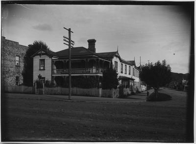 Glass plate negative – Central Hotel, Taumarunui