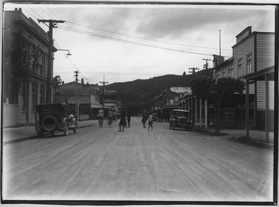 Glass plate negative – Manuaute Street, Taumarunui