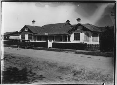 Glass plate negative – Braeburn Private Hotel, Matamata