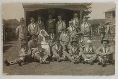Postcard - Patients and nurses at Brockenhurst Hospital, England