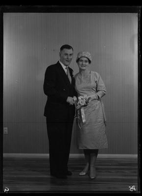 Glass plate negative – wedding party?