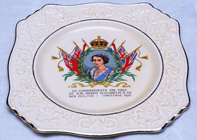 Commemorative plate - Visit of Queen Elizabeth II to New Zealand