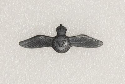 Badge – Royal New Zealand Air Force, pilot wings