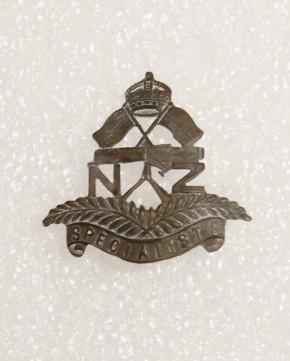 Hat badge – 1st NZEF Specialists (Signals)