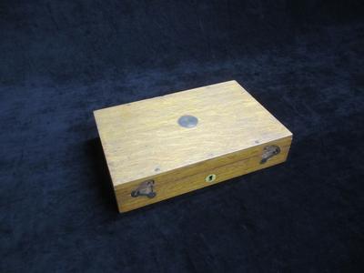Revolver case box and accessories