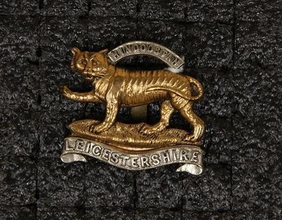 Hat badge – Leicestershire Regiment