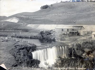 Photograph - Turangarere Falls, Hautapu River