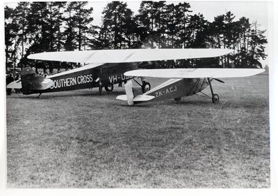 "Photograph – ""Southern Cross"" and the ""Aorangi"" (aircraft)"