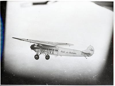 """Photograph – Aircraft """"Faith in Australia"""", 7-10 miles out from Murawai"""