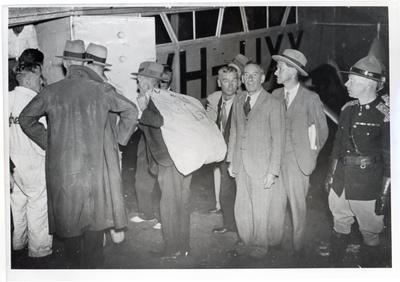 """Photograph - Aircraft: """"Faith in Australia"""", loading air mail Murawai"""