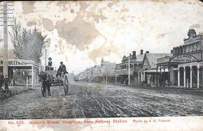 Postcard - Victoria Street, Hamilton from Railway Station