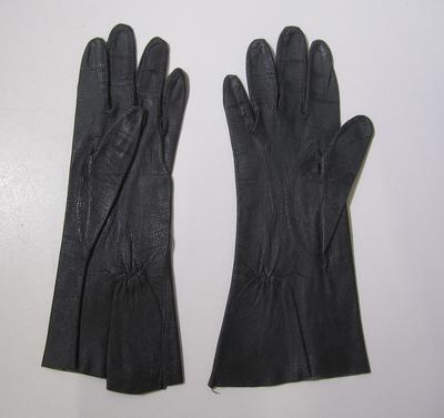 Women's wrist length gloves