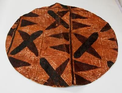 Circular tapa cloth mat
